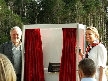Unveiling the plaque - the Minister, watched by former Friends President Max Bourke