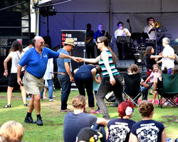 Dancing to Big Boss Groove at Summer Sounds, ANBG (Photo: Graham Brown)
